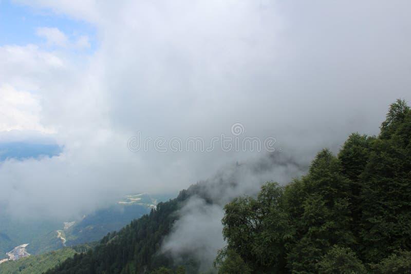Nuvens sobre Rosa Khutor imagem de stock royalty free