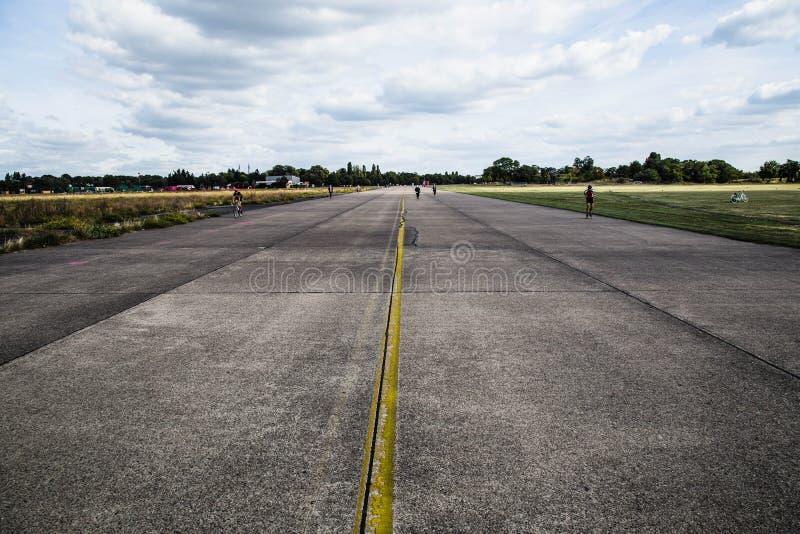 Nuvens sobre Tempelhof imagens de stock royalty free