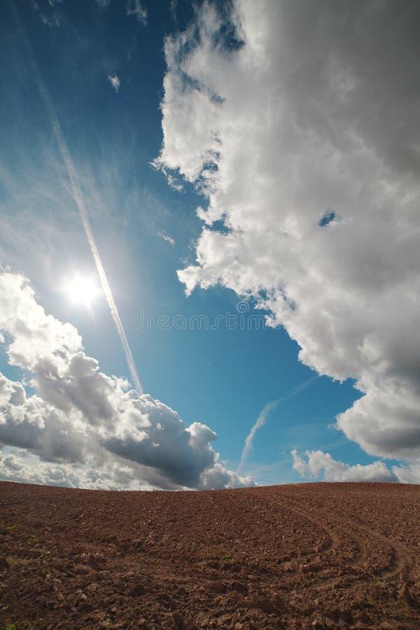 Download Nuvens sobre a terra. imagem de stock. Imagem de outdoor - 26512155