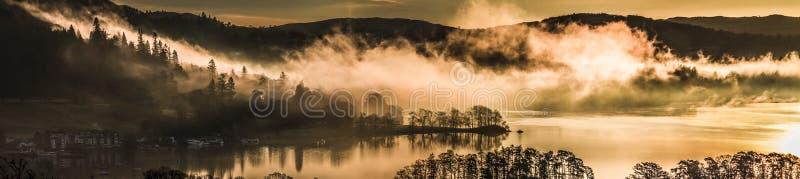 Nuvens sobre Windermere fotografia de stock