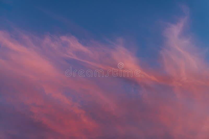 Nuvens surpreendentes do por do sol fotografia de stock royalty free