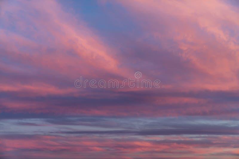 Nuvens surpreendentes do por do sol foto de stock