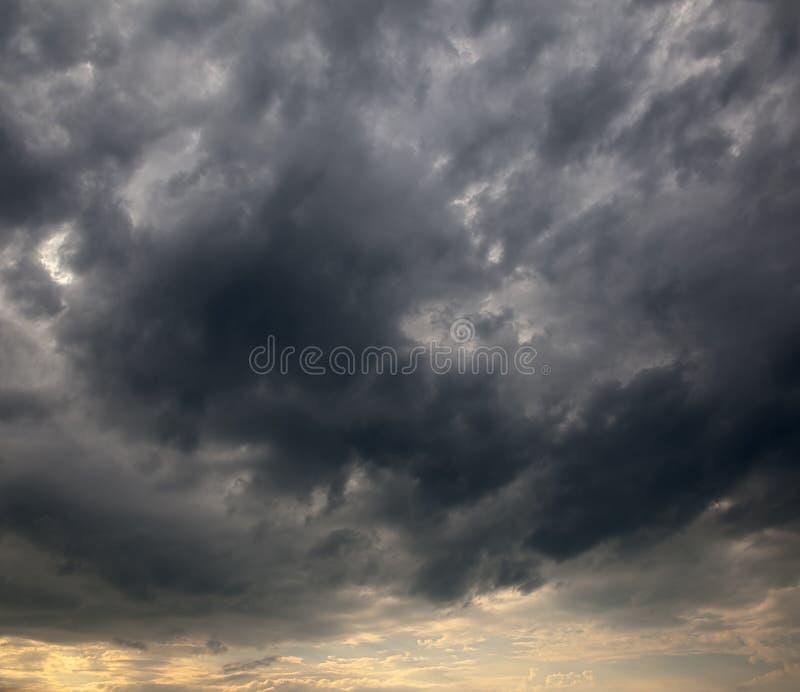 Nuvens tormentosos fotografia de stock royalty free