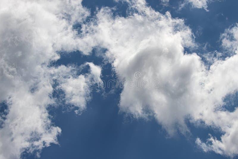 Nuvens Wispy imagem de stock