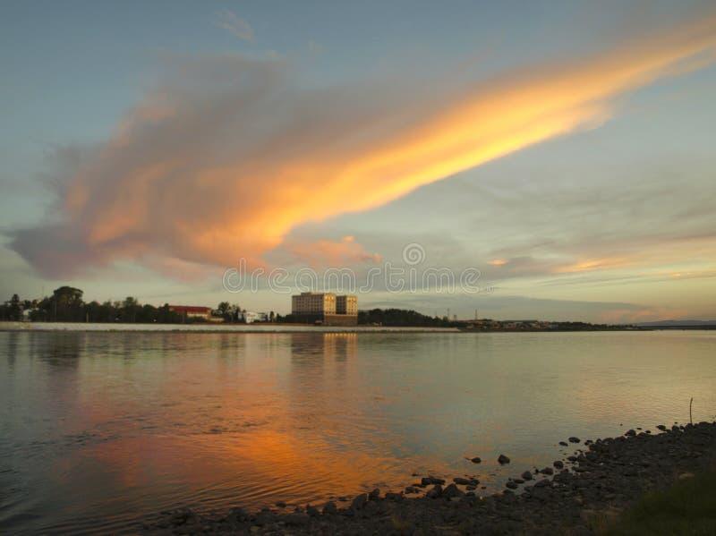 Nuvola arancio fotografie stock