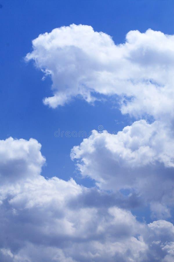 Nuvola bianca nel cielo. fotografie stock libere da diritti