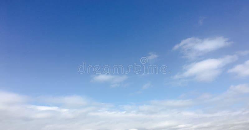 Nuvola di bellezza contro un fondo del cielo blu Si apanna il cielo Cielo blu con tempo nuvoloso, nuvola della natura Nuvole, cie fotografie stock