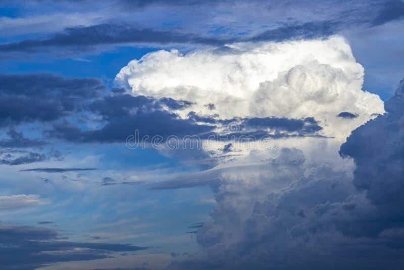 Nuvola di nimbus del cumulo fotografia stock