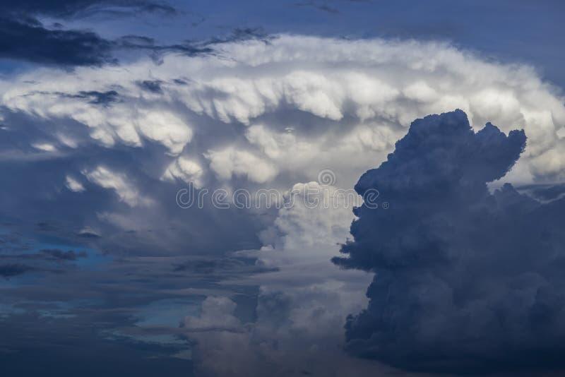 Nuvola di nimbus del cumulo fotografie stock