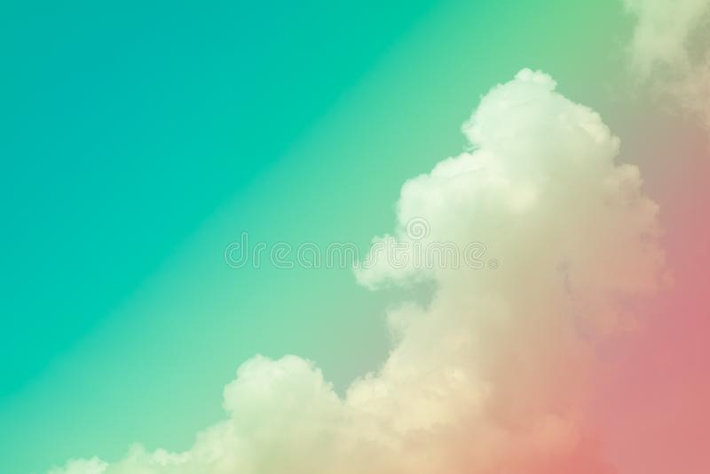 Nuvola e cielo molli con colore pastello di pendenza immagini stock