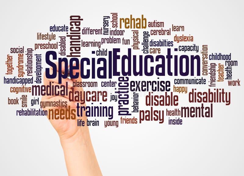 Nuvola e mano di parola di formazione speciale con il concetto dell'indicatore royalty illustrazione gratis