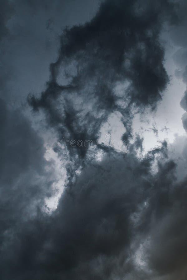 Nuvola estrema dello scaffale di temporale Paesaggio di estate di tempo severo fotografia stock