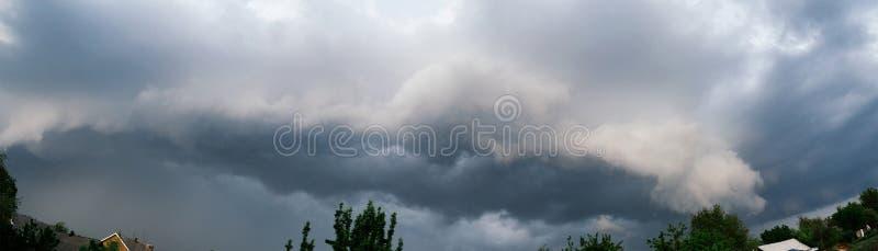 Nuvola estrema dello scaffale di temporale Paesaggio di estate di tempo severo immagini stock libere da diritti