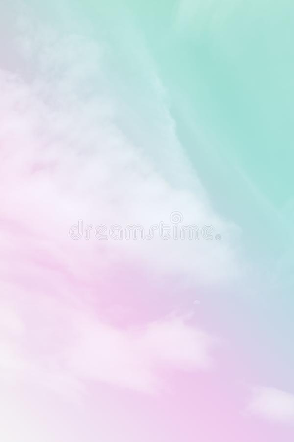 Nuvola molle variopinta e cielo con colore pastello di pendenza per il contesto e la cartolina del fondo fotografie stock