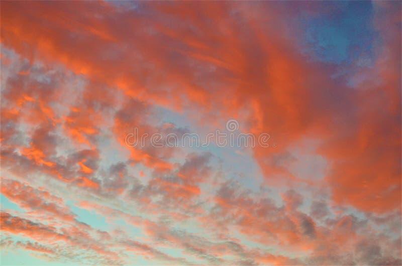 Nuvole arancio d'orientamento fotografia stock