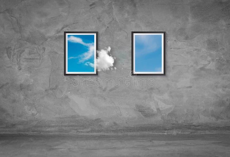 Nuvole bianche che galleggiano fuori dalla cornice per andare ad un'altra struttura sul muro di cemento illustrazione di stock