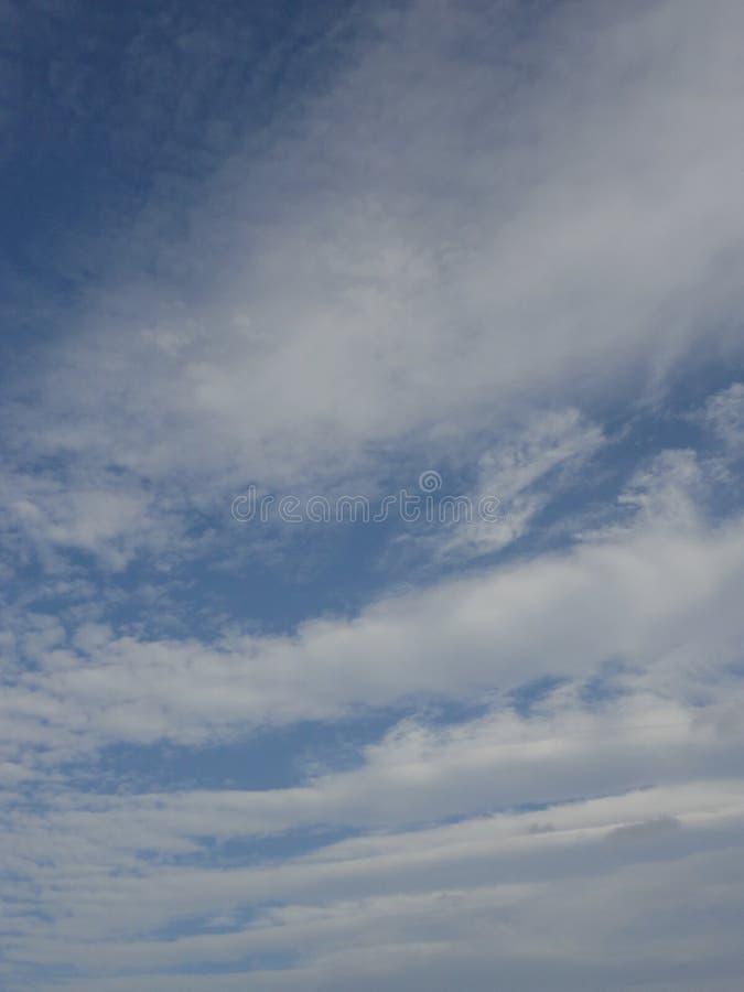 Nuvole in cielo di autunno fotografie stock