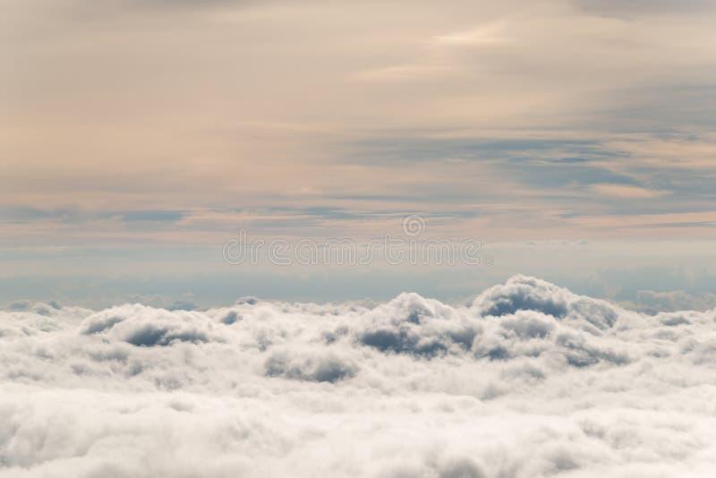 Nuvole dall'aereo fotografie stock