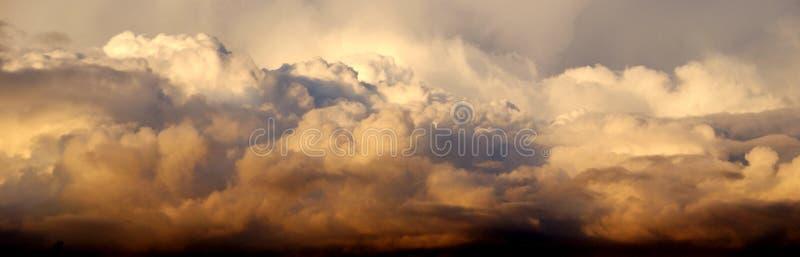 Nuvole dell'oro fotografie stock