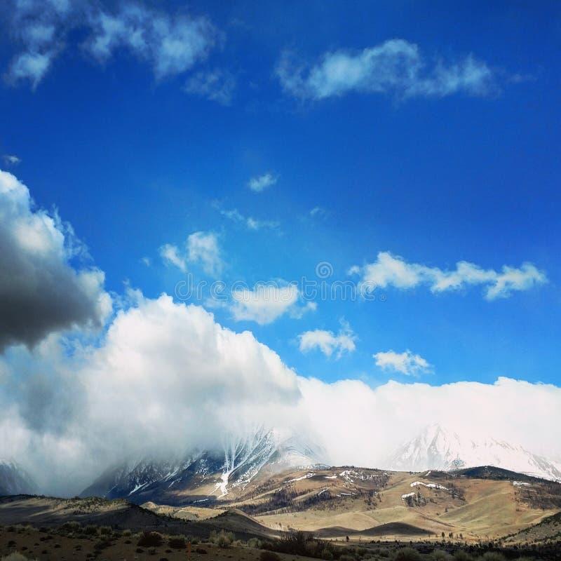 Nuvole della montagna fotografia stock