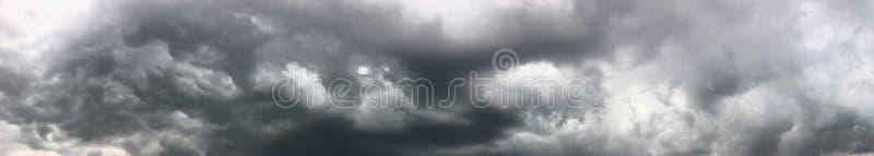 Nuvole della pioggia persistente fotografia stock libera da diritti