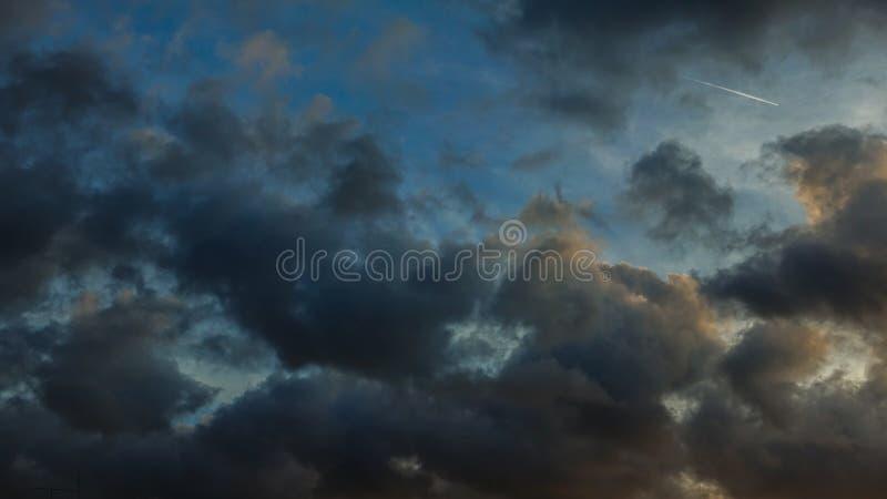 Nuvole di buio della pioggia immagini stock libere da diritti