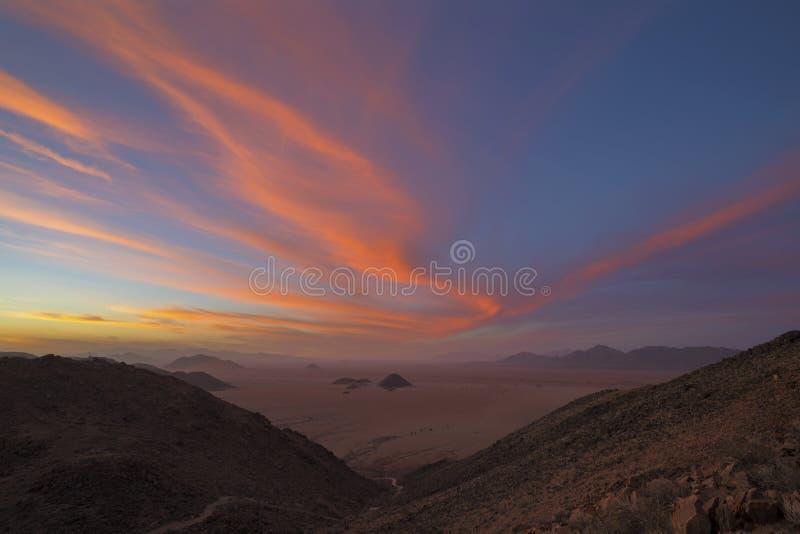 Nuvole di Colorfull al tramonto fotografia stock