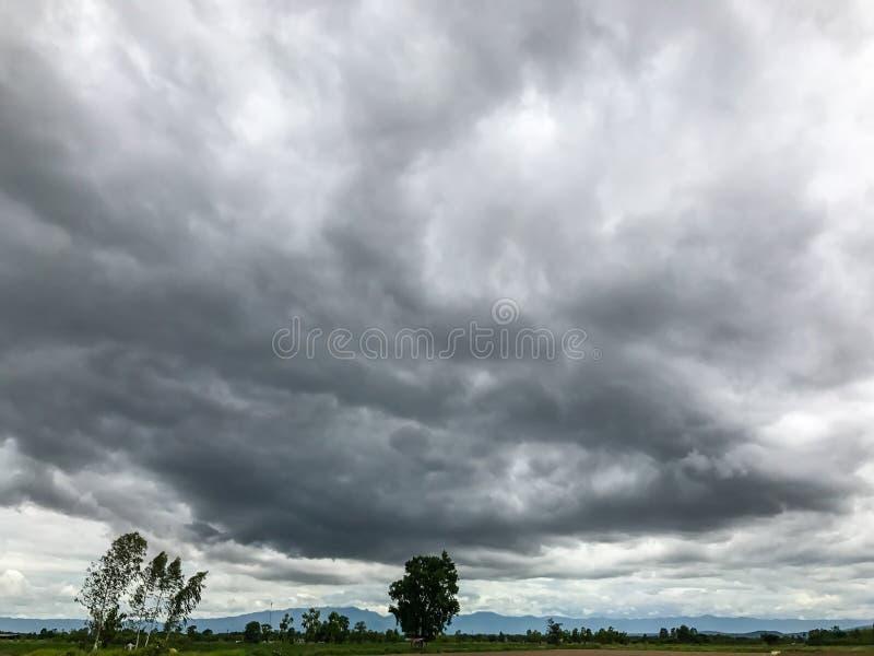 Nuvole di nimbus, cielo minaccioso di buio immagine stock libera da diritti
