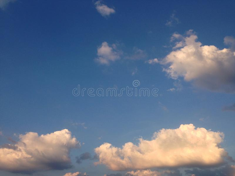 Nuvole di Sunlite fotografia stock