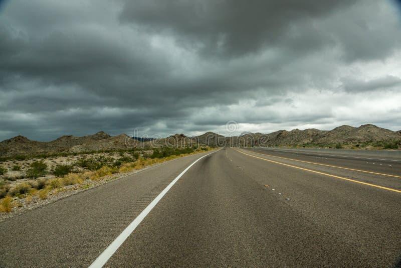 Nuvole di tempesta avanti immagini stock