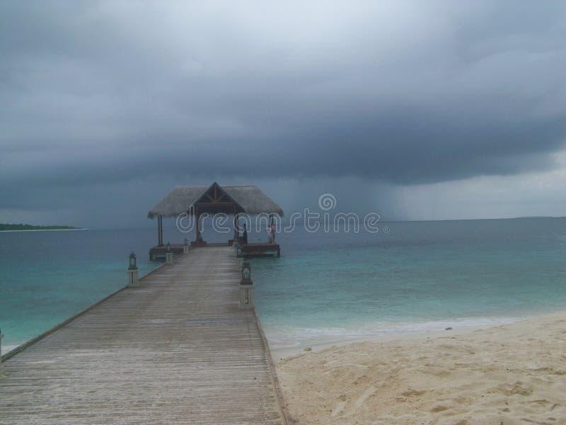 Nuvole di tempesta delle Maldive fotografie stock libere da diritti