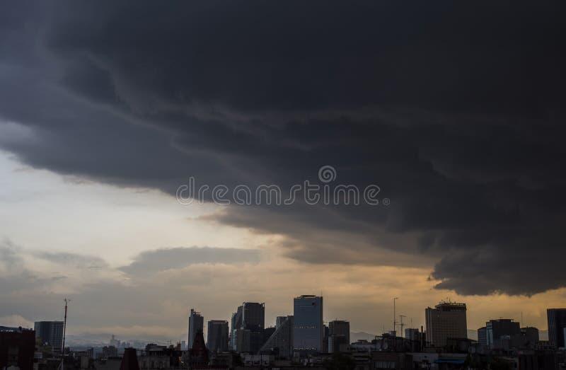 Nuvole di tempesta a Messico City fotografie stock libere da diritti