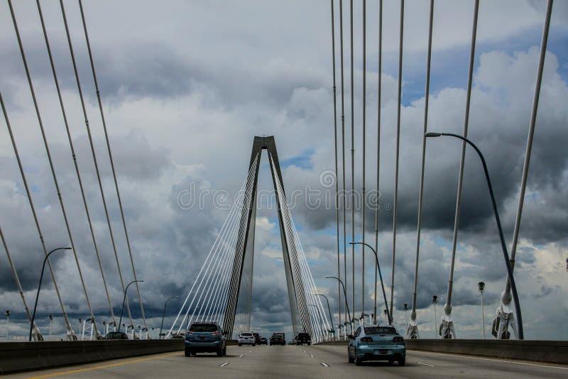 Nuvole di tempesta sul ponte di Ravenel, Charleston, Sc immagini stock libere da diritti