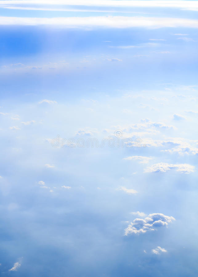 Nuvole e verticale del fumo fotografia stock