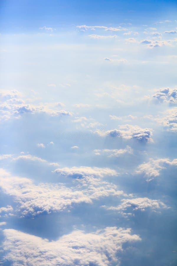 Nuvole e verticale del fumo fotografie stock