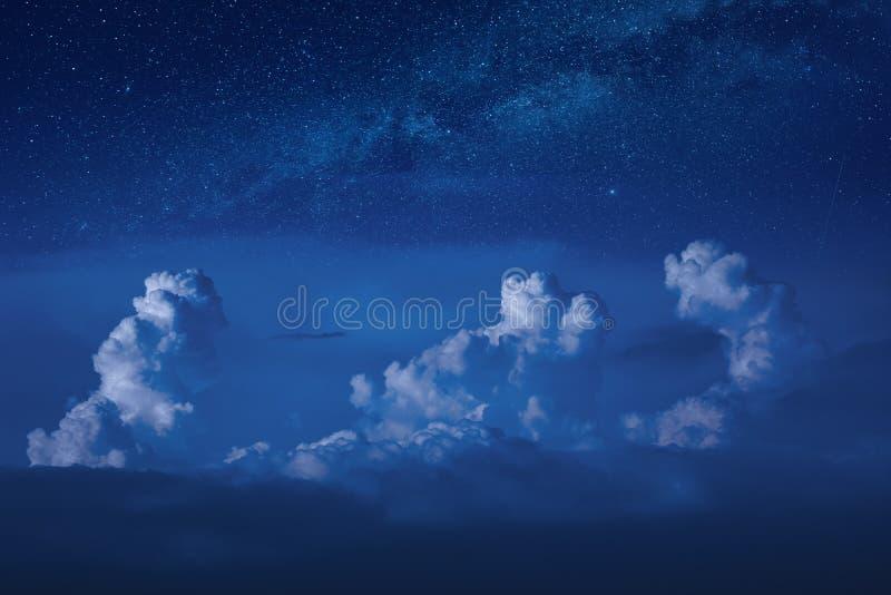 Nuvole piovose al chiaro di luna immagini stock