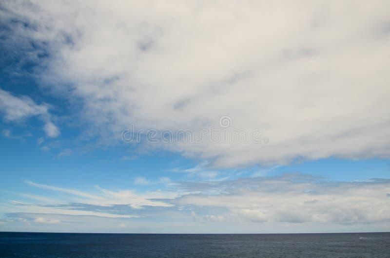 Nuvole vicino all'Oceano Atlantico fotografia stock