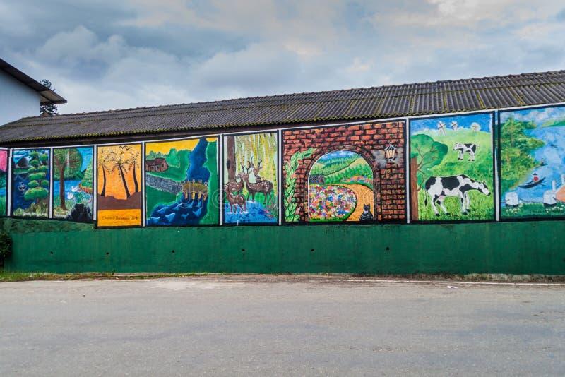 NUWARA ELIYA, SRI LANKA - JULI 16, 2016: Färgrika väggmålningar in i Nuwara Eliya släp arkivfoton