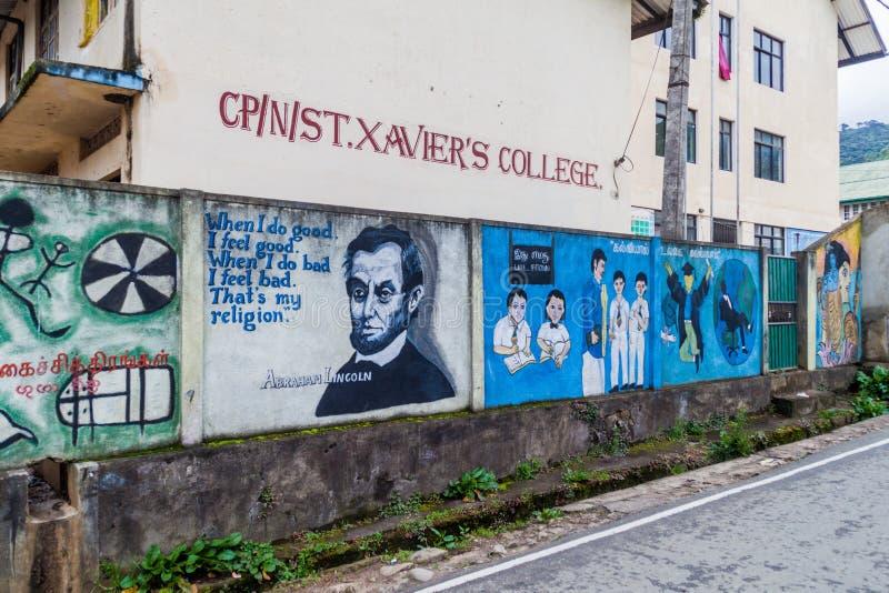 NUWARA ELIYA, SRI LANKA - JULI 16, 2016: Färgrika väggmålningar på en vägg av högskolan för St Xaviers i Nuwara Eliya släp arkivfoton