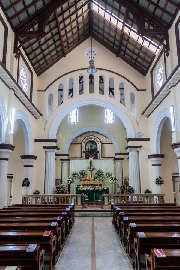 NUWARA ELIYA, SRI LANKA - 16. JULI 2016: Innenraum von Römisch-katholischer Kirche St. Xavier in Schleppseil Nuwara Eliya stockfotos