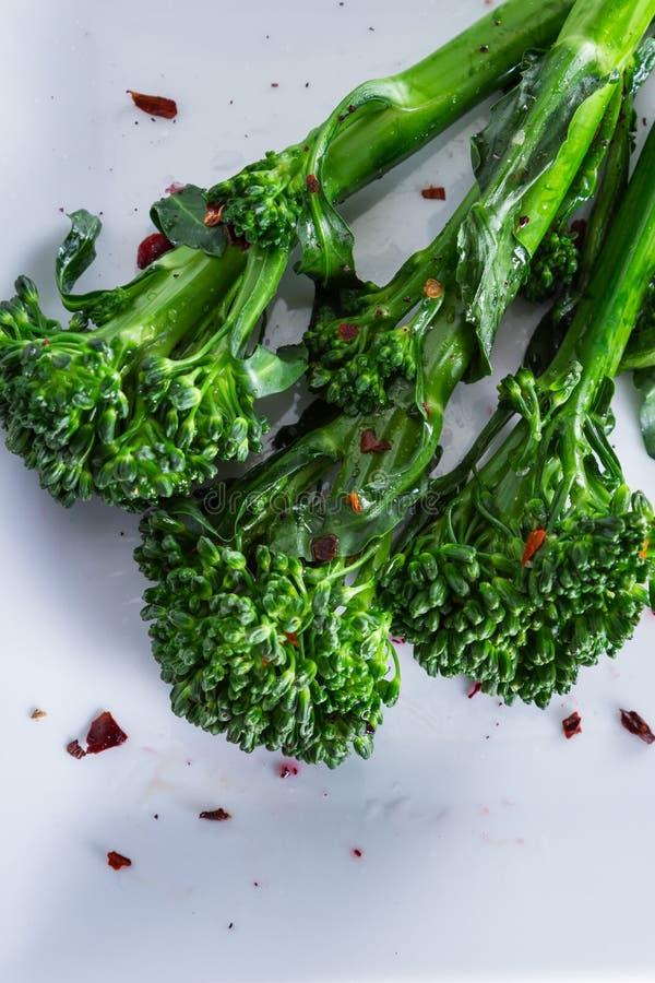 Ny ångad broccolini royaltyfria bilder