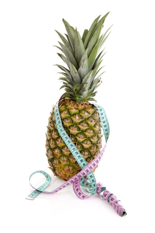 Ny ananas med måttbandet royaltyfria foton