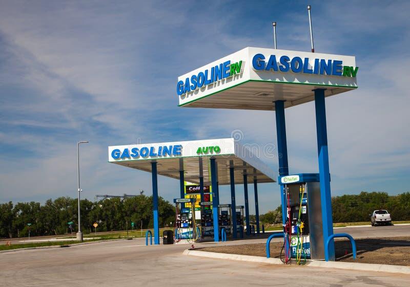 Ny Anew/Flex Fuel Gas Station Pumps och Signage royaltyfri foto