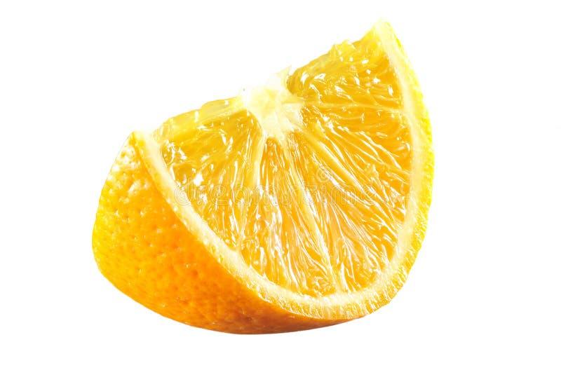 Ny apelsin som skivas p? vit royaltyfri fotografi
