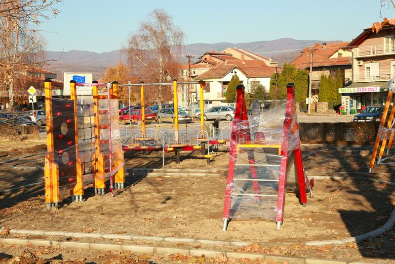 Ny barnungelekplats för fritid och rekreationaktivitet arkivfoton