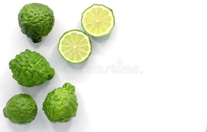Ny Bergamotfrukt som isoleras på vit bakgrund med kopieringsutrymme arkivfoto