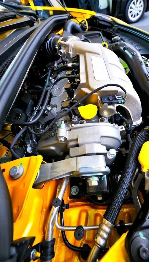 Ny bilmotor arkivbild