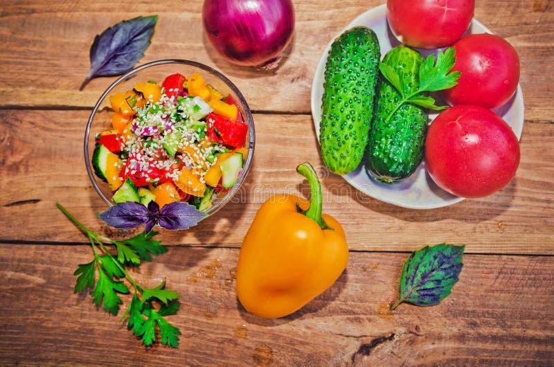 ny blandad salladgrönsak arkivbild