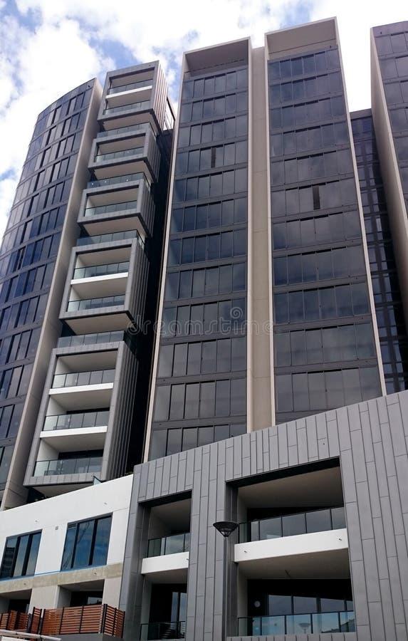 Ny byggd bostads- lägenhet arkivbilder