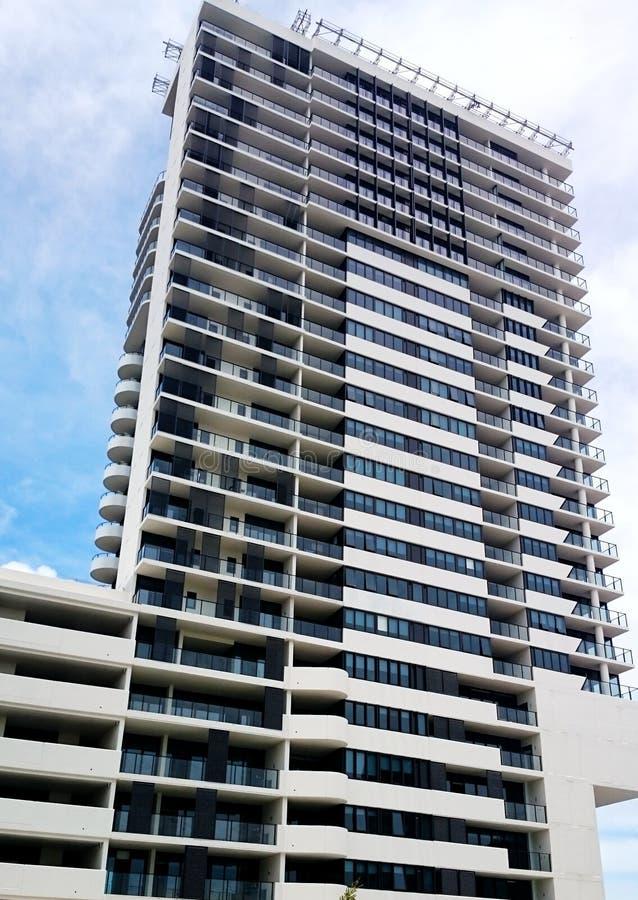 Ny byggd bostads- lägenhet royaltyfri bild